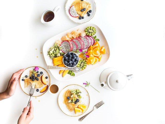 Co jeść w pracy, żeby poprawić jej jakość?