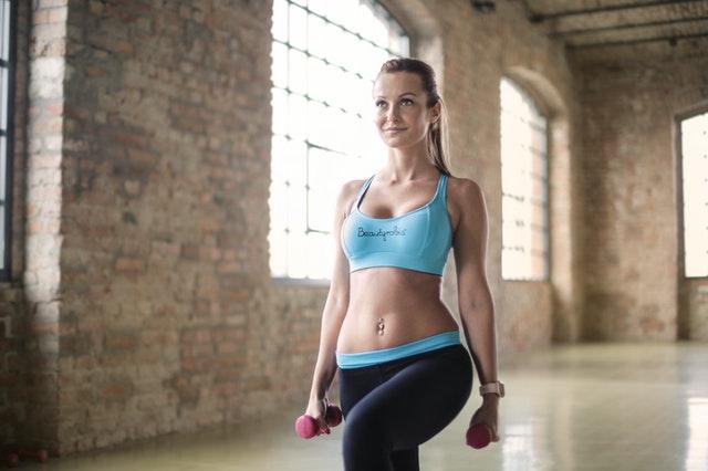 Efektywne ćwiczenia na jędrne pośladki